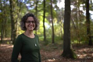 Janneke in het bos